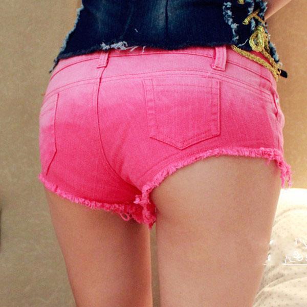 Victoria: Pink hot pants