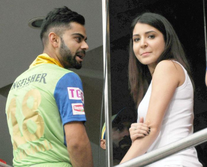 Virat Kohli chatting with Anushka