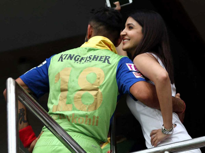 Virat Kohli chatting with Anushka