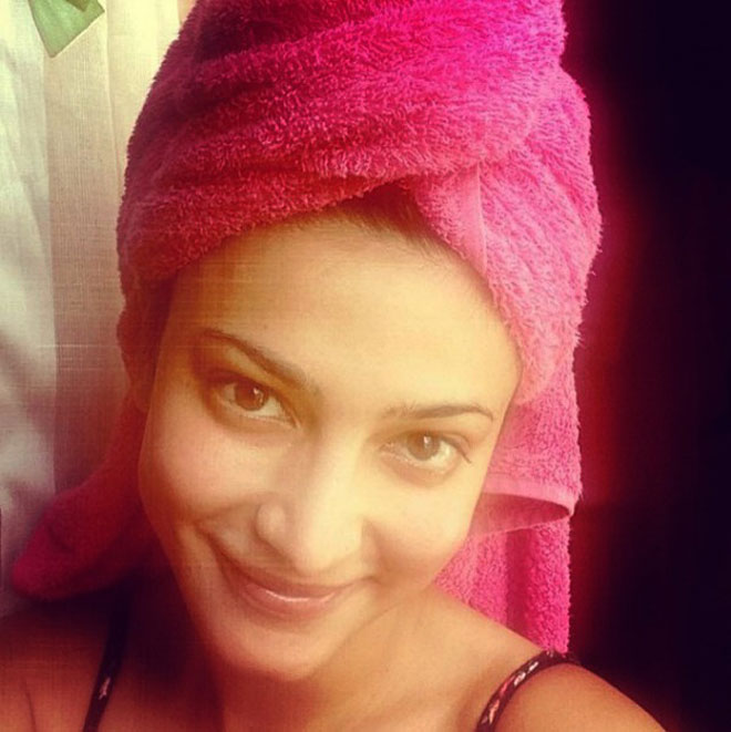 Bollywood Celebrity Without Makeup - Shruti Haasan