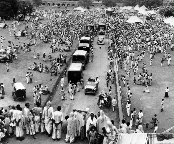 Moslems waiting to leave for Pakistan as they seek protected transport to Dot Purana Qila, an ancient fort in Pakistan