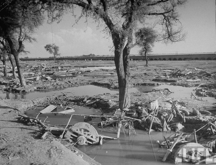 Wreck carts and belongings Indian refugees who had been camped there before the Beas River flooded