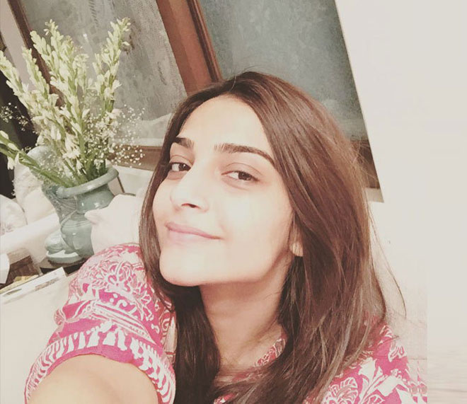 Bollywood Celebrities Without Makeup - Sonam Kapoor
