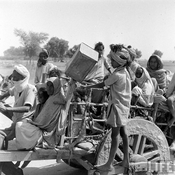 A family migrating to India from Pakistan